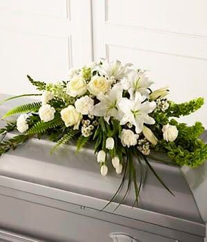 Cubre caja, tulipanes, rosas y casa blanca