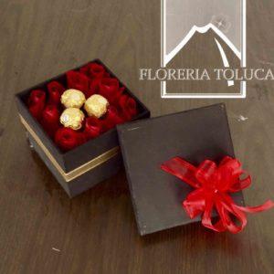 Caja c/12 rosas y 3 chocolates