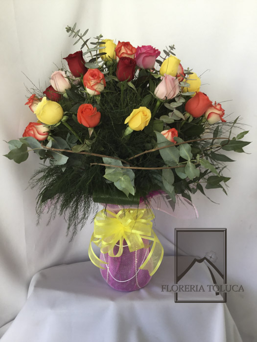 Florero c/malla c/24 rosas colores