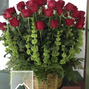 Canasta con 4 docenas de rosa roja