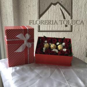 Caja con 12 rosas y chocolates