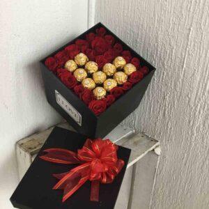 Caja grande rosa y chocolates
