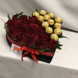 Corazón rojo y chocolates